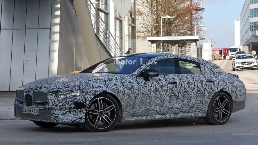 Photos espion - La remplaçante de la Mercedes CLS se précise