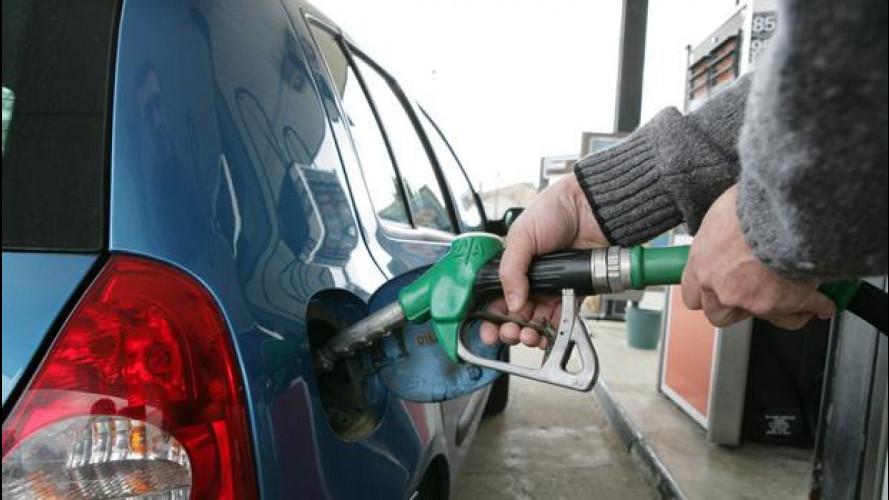 Prezzi benzina, giù nonostante l'IVA al 22%