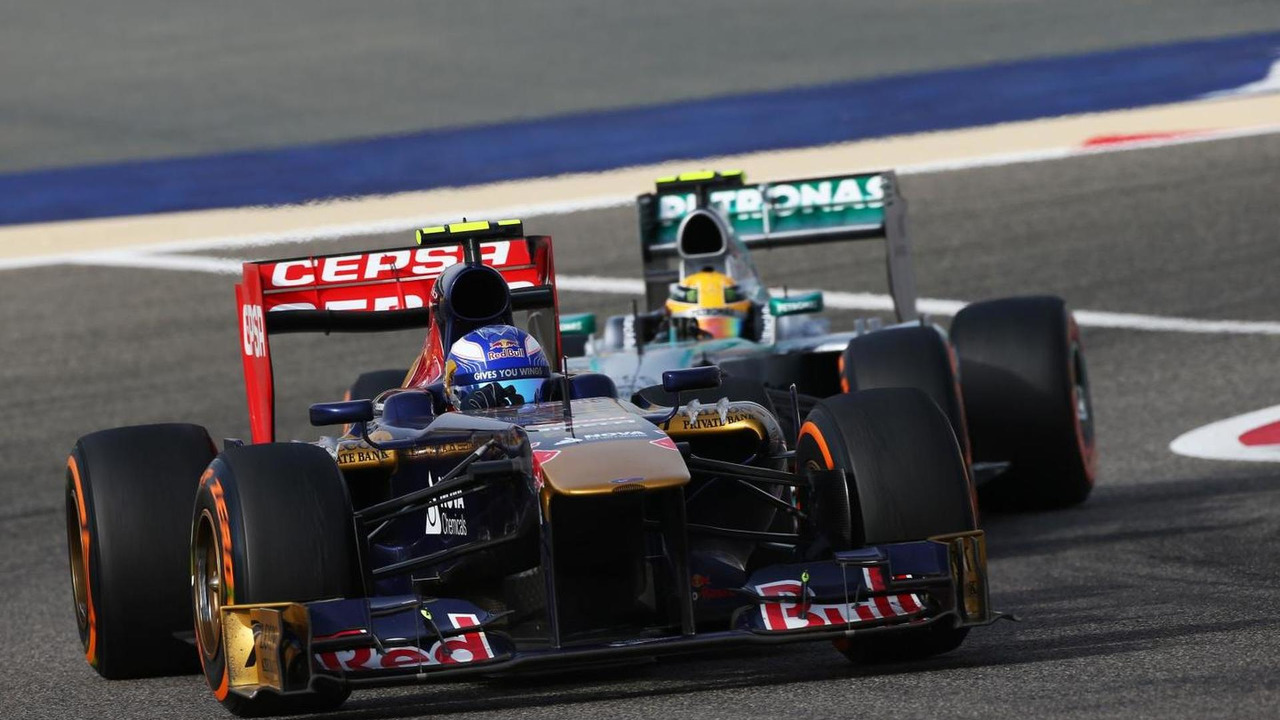Daniel Ricciardo leads Lewis Hamilton 21.04.2013 Bahrain Grand Prix