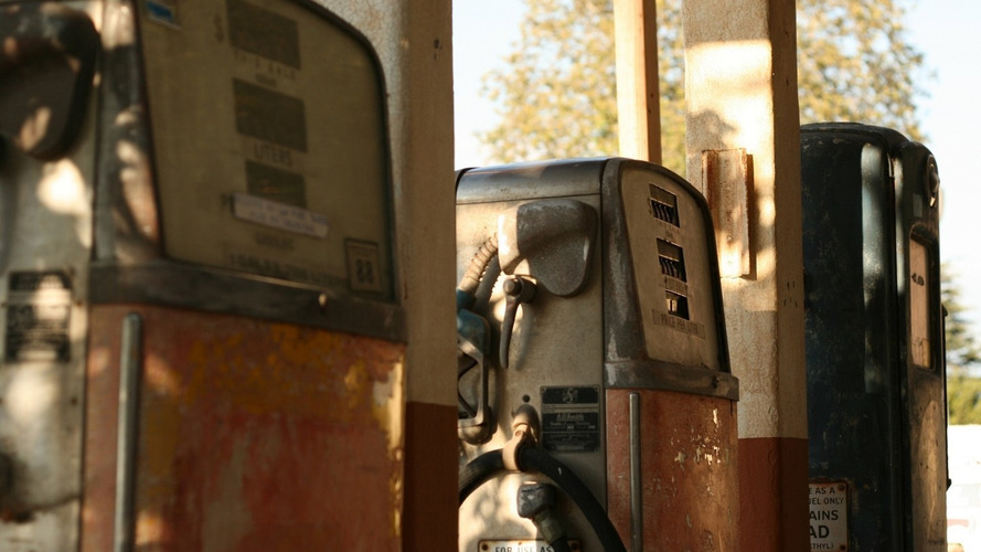 US gas prices dipping below $1