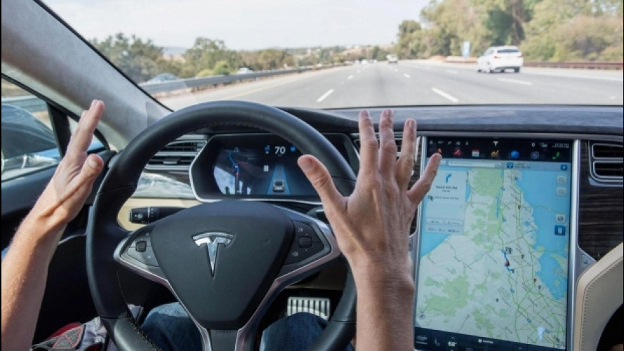 Tesla, come va l'ultima versione dell'Autopilot [VIDEO]