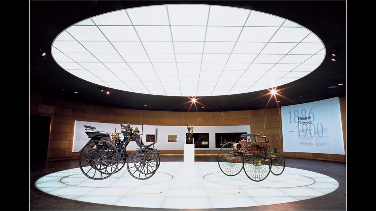 Benz Patent-Motorwagen und Daimler-Motorkutsche