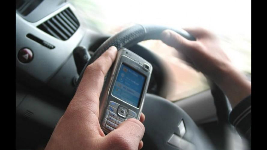 Alto risco: Pesquisa norte-americana aponta que metade dos motoristas usa funções do celular enquanto dirige