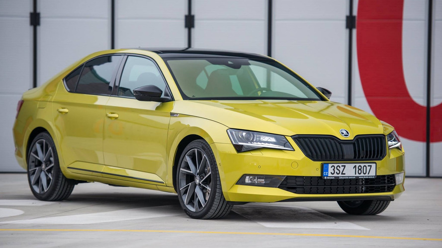 Skoda Superb Sportline with Dragon Skin paint detailed in 81 photos