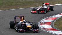Sebastian Vettel (GER), Red Bull Racing, RB6 leads Lewis Hamilton (GBR), McLaren Mercedes, MP4-25, Chinese Grand Prix, 18.04.2010 Shanghai, China