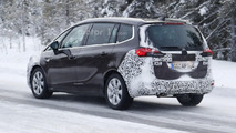 Opel Zafira Facelift spy photo