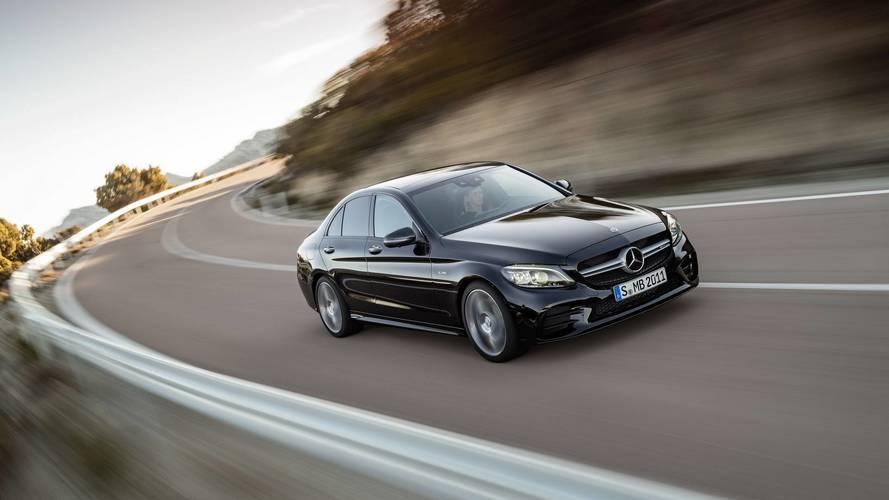 390 lóerős motor és számos technológiai fejlesztés került az új Mercedes-AMG C43-ba