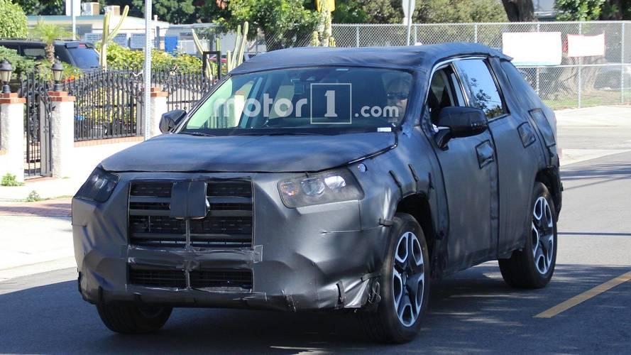 Flagra - Novo Toyota RAV4 aparece pela primeira vez