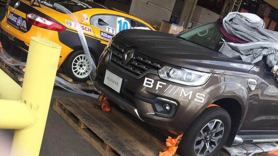Flagra - Renault Alaskan, inédita picape média da marca, já está no Brasil