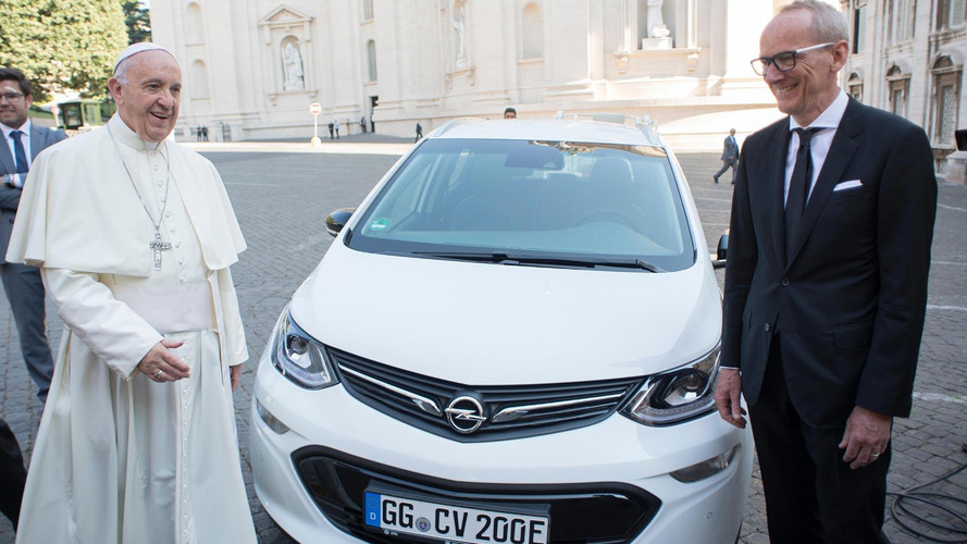 El último 'papamóvil', un Opel Ampera-e