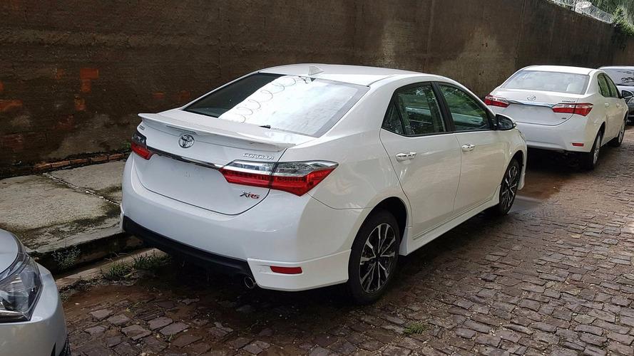 Flagra! - Toyota Corolla XRS 2018 mostra seu pacote aerodinâmico