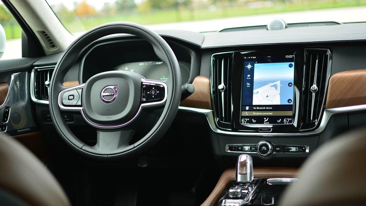 2018 Volvo S90: Technologically Savvy