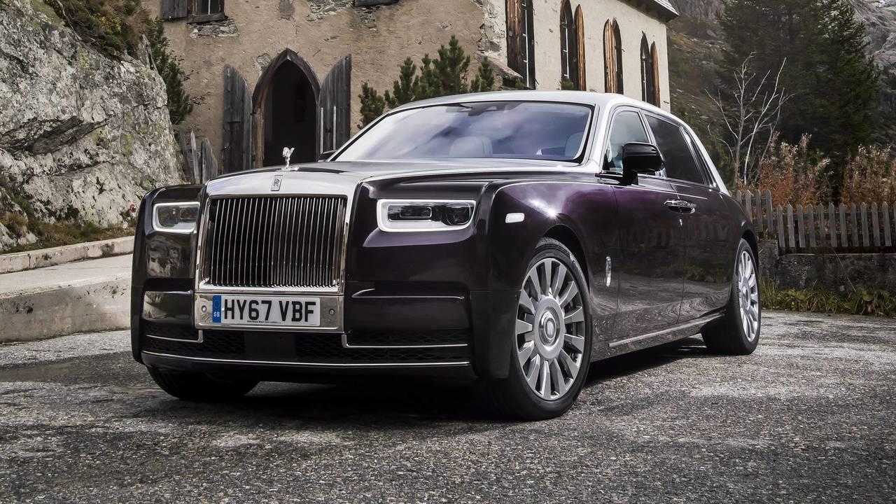 2018 rolls royce phantom first drive photos for Rolls royce phantom motor