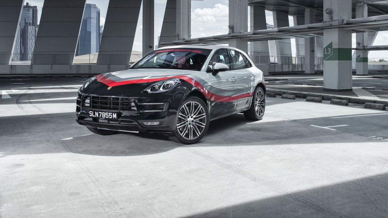 porsche macan turbo gets special race livery in singapore. Black Bedroom Furniture Sets. Home Design Ideas
