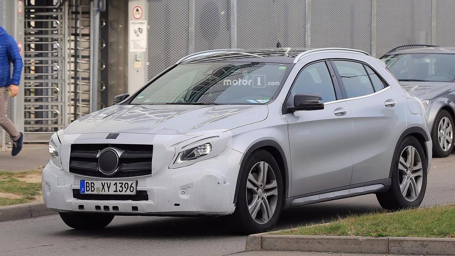 Photos espion - Le Mercedes GLA restylé surpris en cours d'essais