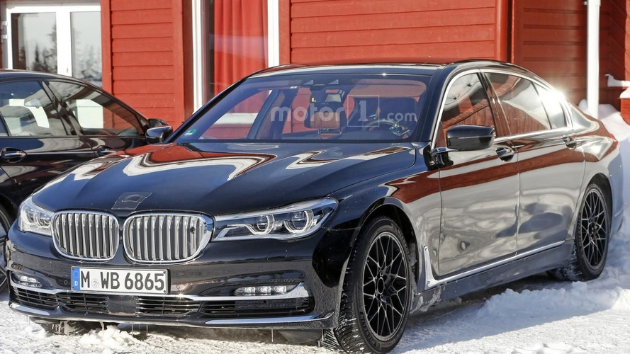 Possible BMW M7 test mule spied for the first time