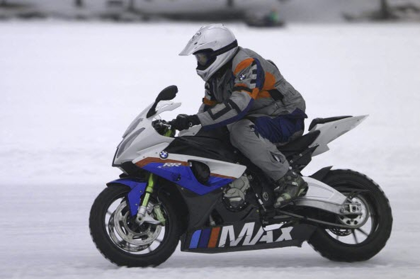 MAX BMW Runs 107 MPH on the Ice