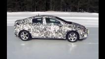 Chevrolet mostra Volt 2016 em ação no meio da neve e revela interior - vídeo