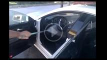 CENAS FORTES: Dono de Mercedes manda lavar carro por dentro com jato de alta pressão