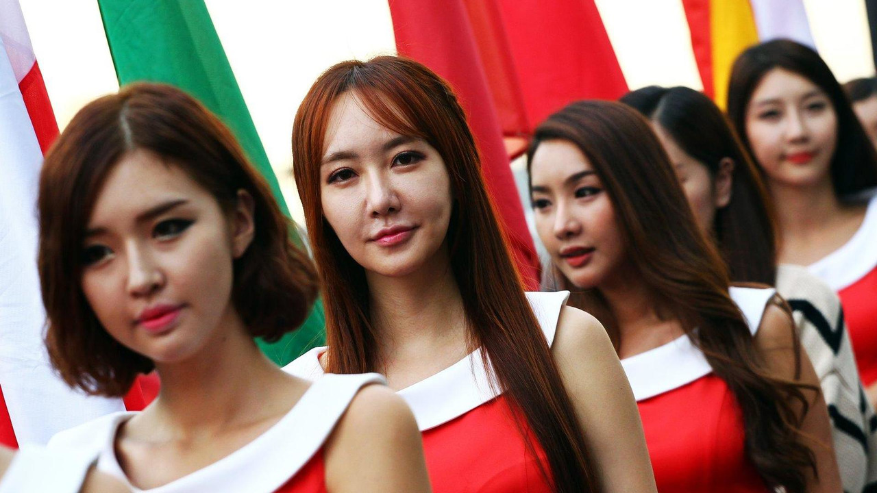 Grid girls 05.10.2013 Korean Grand Prix