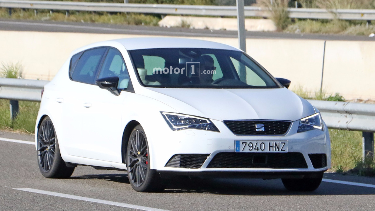 2017 SEAT Leon Cupra facelift spy photo