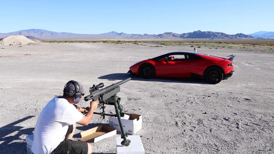 VIDÉO - Il tire au canon à travers une Lamborghini Huracán