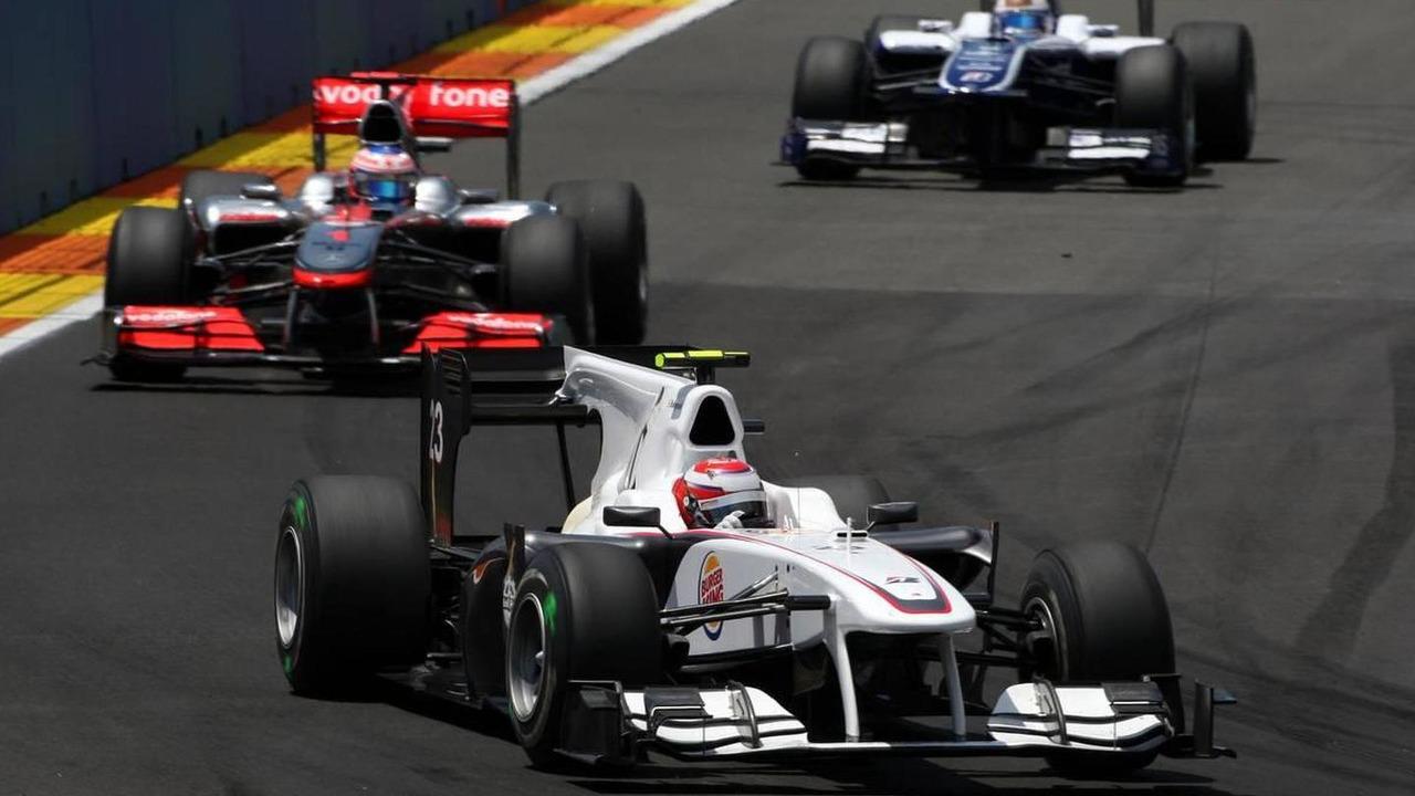 Kamui Kobayashi (JAP), BMW Sauber F1 Team leads Jenson Button (GBR), McLaren Mercedes, European Grand Prix, 27.06.2010 Valencia, Spain
