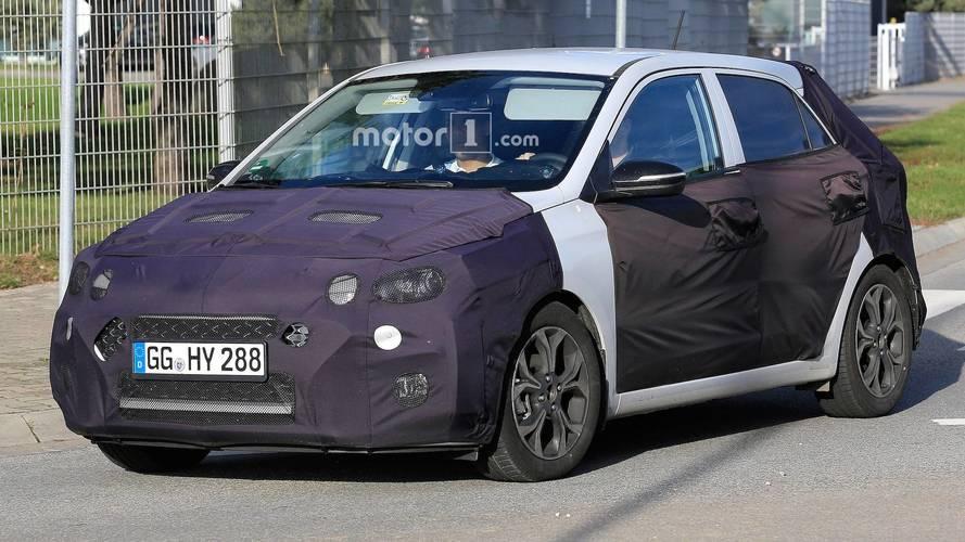 Makyajlı Hyundai i20 yeni ızgarasıyla görüntülendi