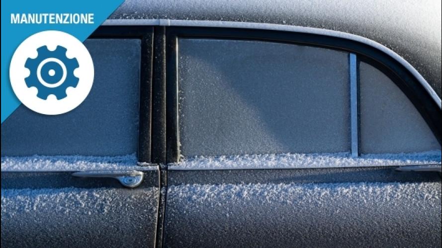 Ghiaccio sui vetri dell'auto, ecco come toglierlo