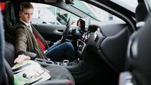 Mick Schumacher recibe clases prácticas de conducir