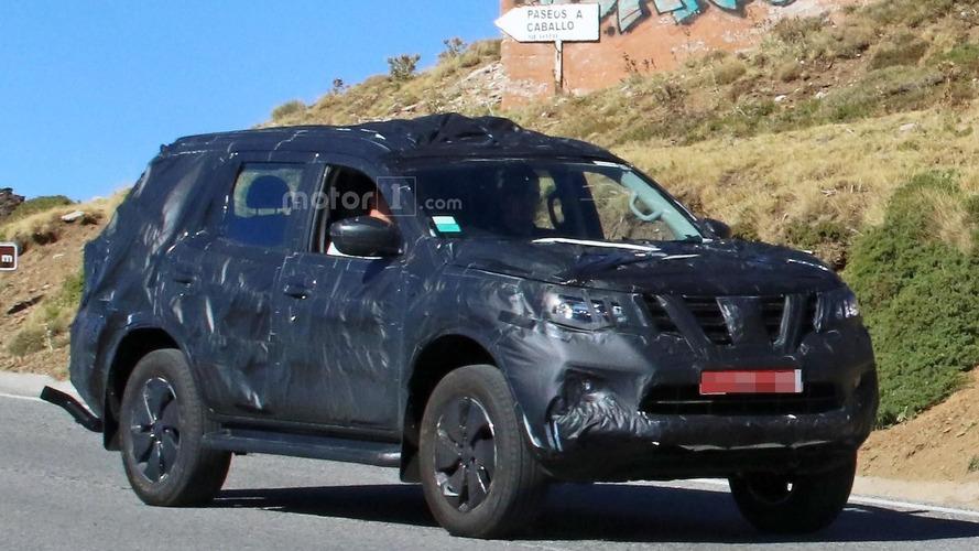 Nissan Navara SUV photos espion
