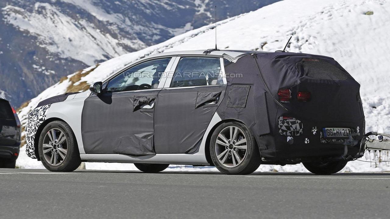 2017 Hyundai i30 / Elantra GT spy photo