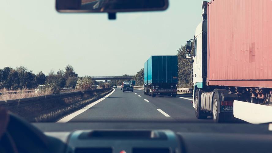 Októberben kezdhetik meg az M70-es autóút autópályává történő átépítését