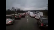 Vídeo: reação de motoristas alemães à passagem de uma ambulância