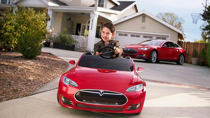Miniature Tesla Model S for kids costs $500 [video]