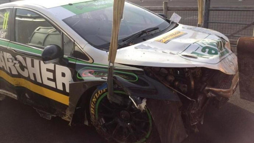 BTCC driver Simon Belcher crashes his Toyota Avensis at Thruxton [video]