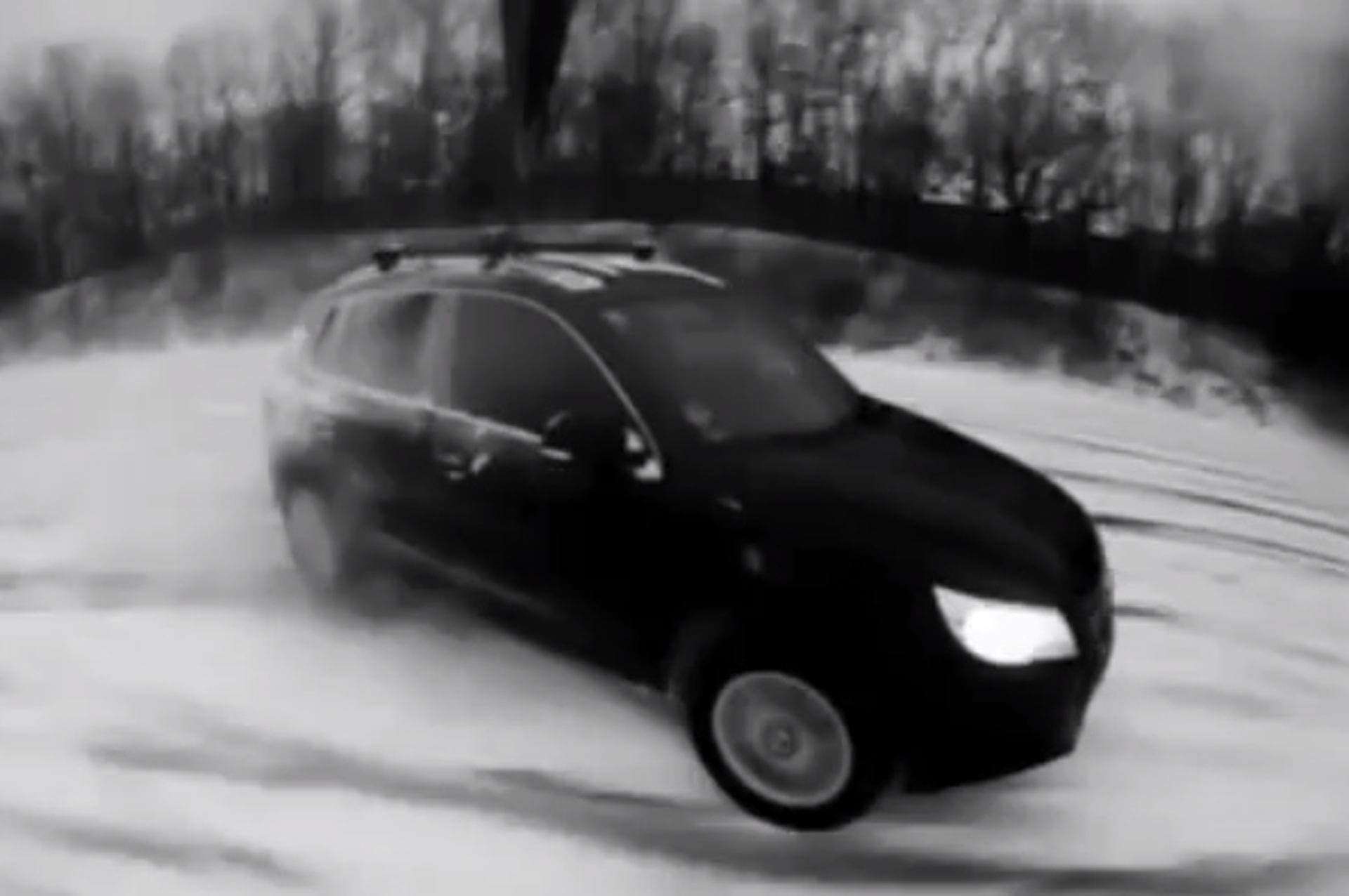 Volkswagen Tiguan Plays in the Snow