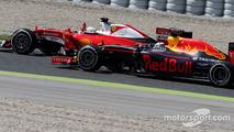 Sebastian Vettel, Scuderia Ferrari and Daniel Ricciardo, Red Bull Racing