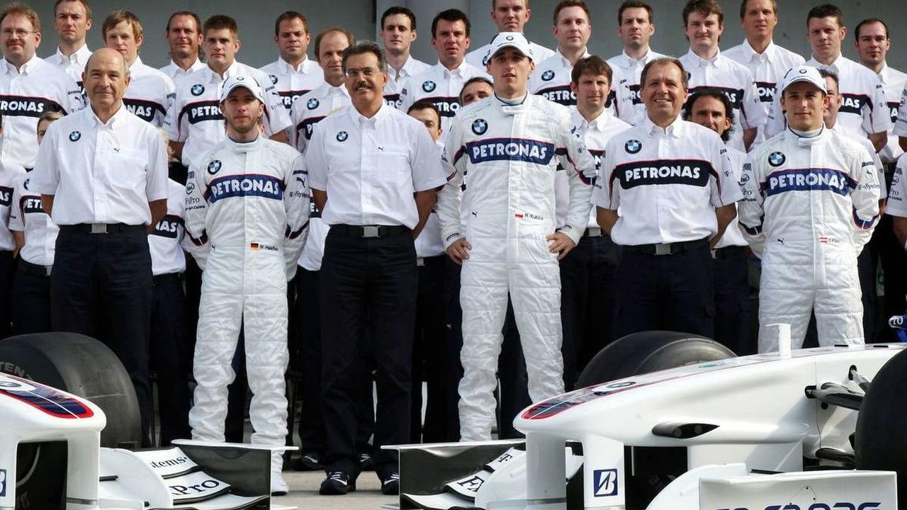 BMW Team photograph, Peter Sauber (SUI), BMW Sauber F1 Team, Malaysian Grand Prix, Friday, Kuala Lumpur, Malaysia, 03.04.2009
