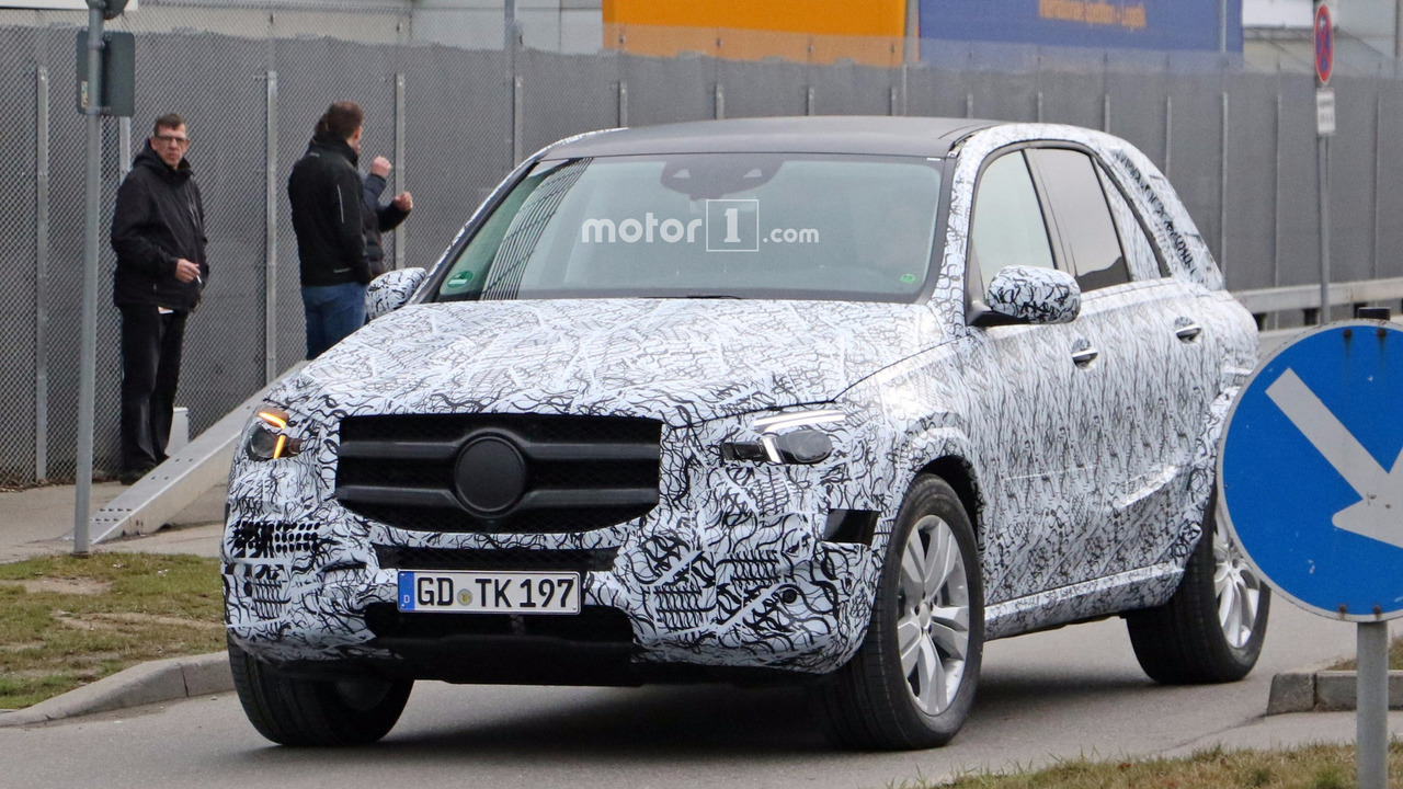 2019 mercedes gle interior partially revealed in spy shots for Mercedes benz gle 2019