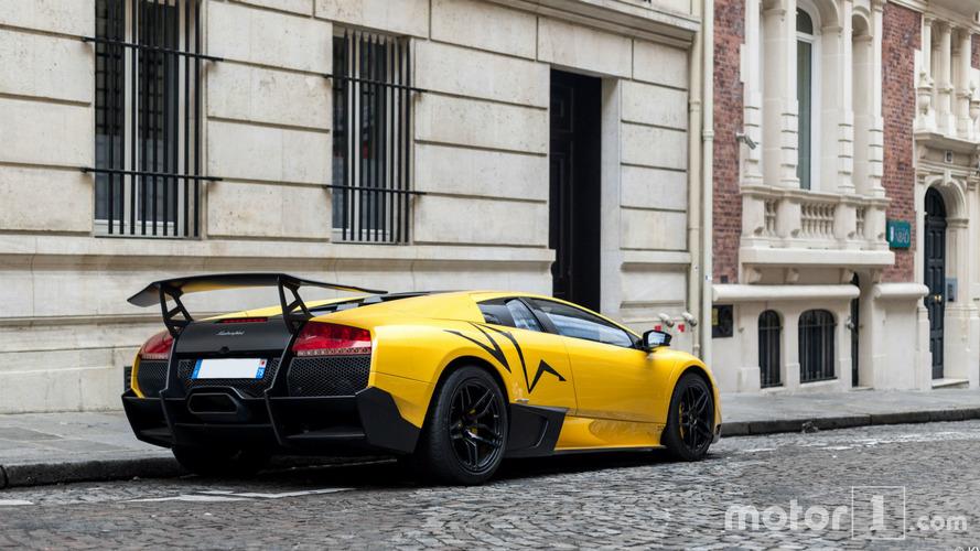 PHOTOS - Une Lamborghini Murciélago SV, seule, dans la rue