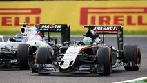 Nico Hulkenberg, Sahara Force India F1 VJM09 and Valtteri Bottas, Williams FW38 battle for position