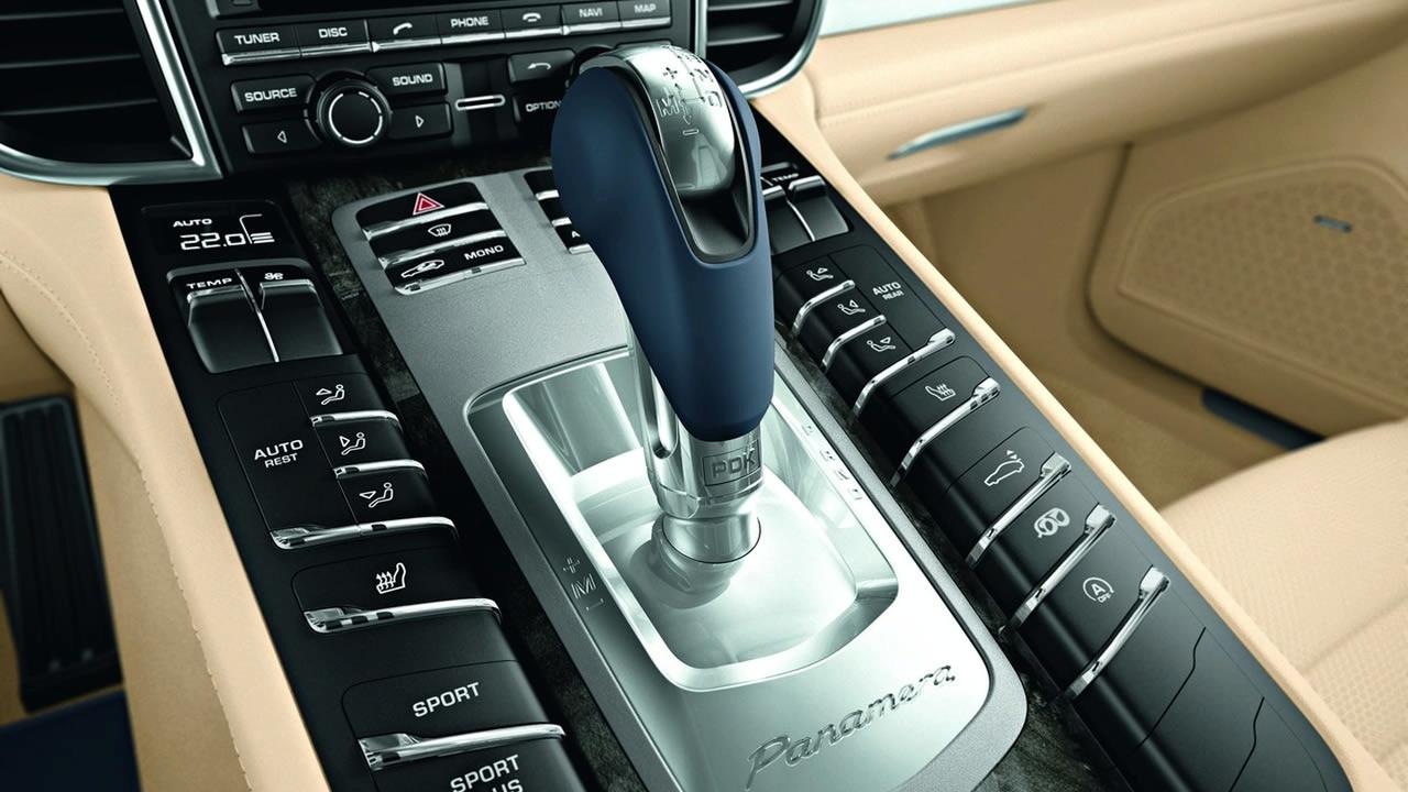 Elegant 2010 Porsche Panamera Interior
