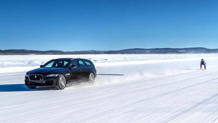 189 km/h-val húzott maga mögött egy sízőt a Jaguar XF Sportbrake