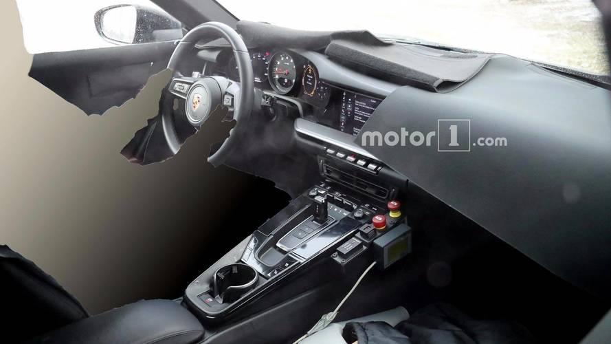 Fotos espía: descubre el interior del futuro Porsche 911 2019