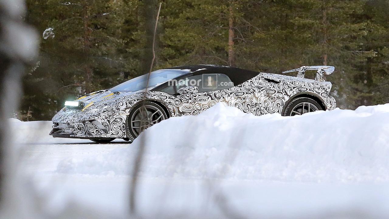 2018 Lamborghini Huracan Spyder Performante spy photo