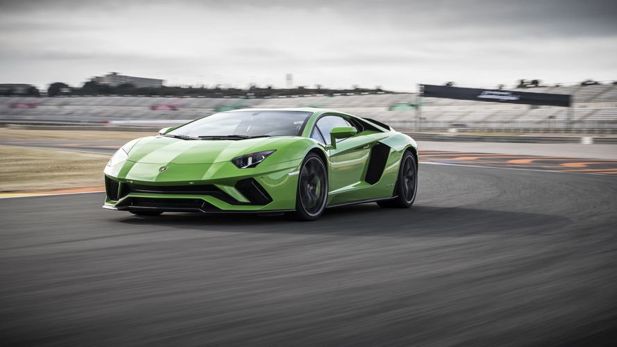 Lamborghini Aventador'un halefi atmosferik V12 ile devam edecek