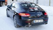 Makyajlı Mercedes C-Sınıfı Coupe casus fotoğrafı