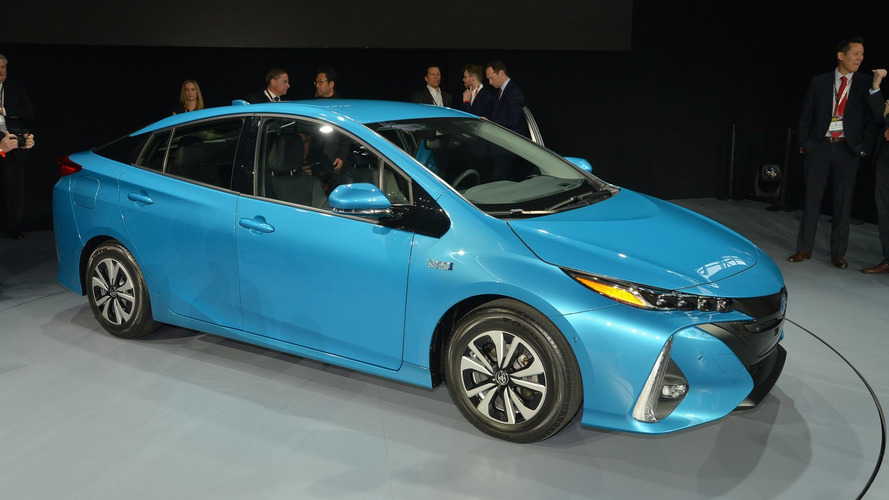 Plug-in Toyota Prius pushed back in Japan