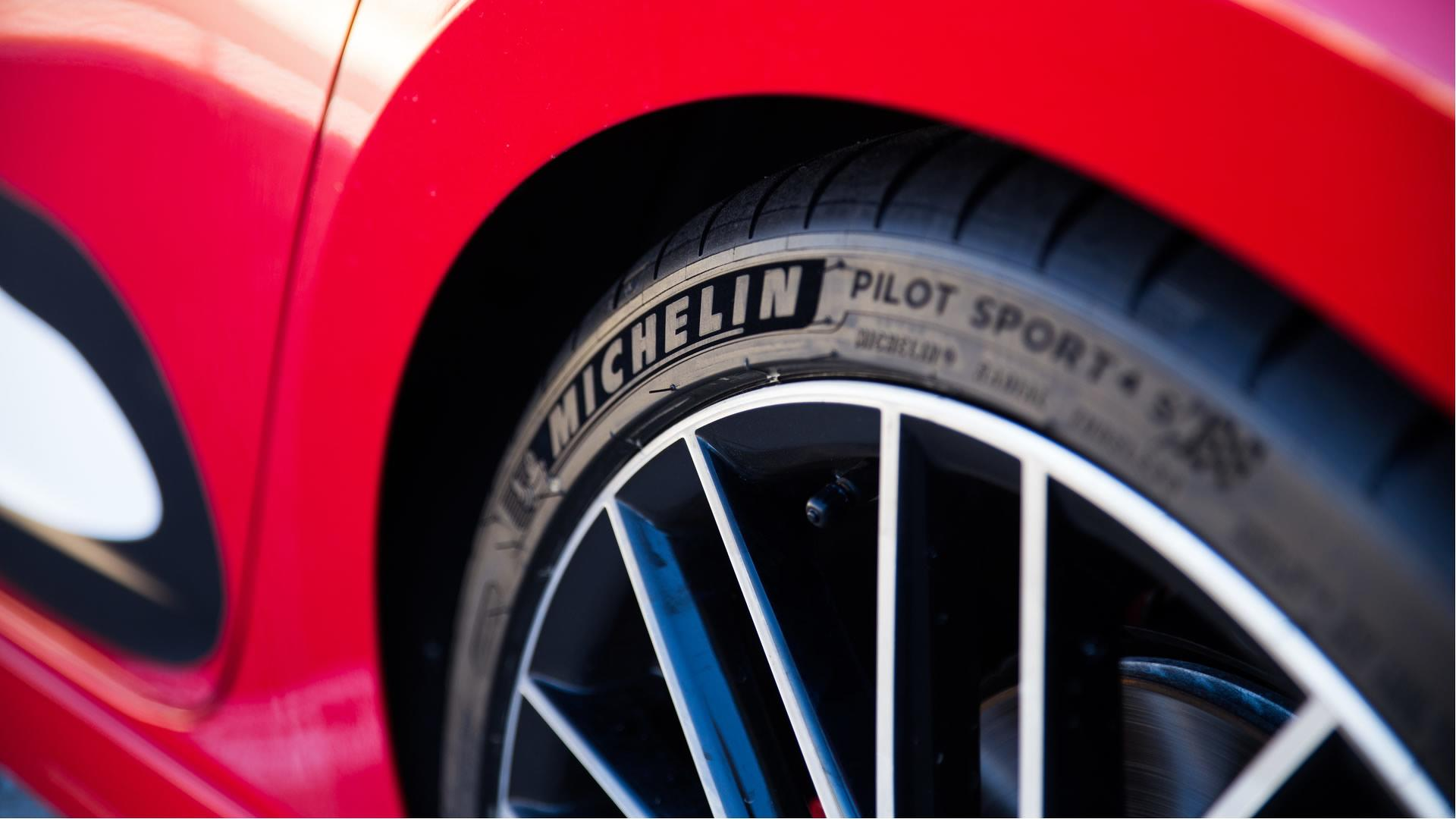 michelin lan a pneu pilot sport 4 s para superesportivos. Black Bedroom Furniture Sets. Home Design Ideas